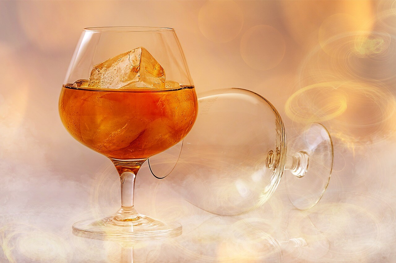 Servicio copa de Brandy con hielo